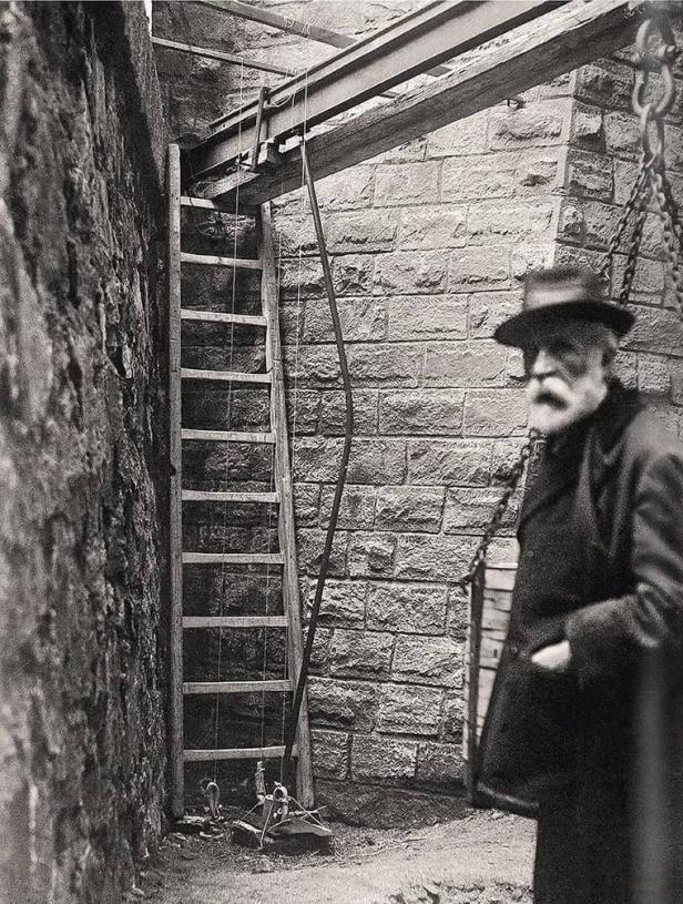 Gaudí en la cripta de la Sagrada Familia, 1916.
